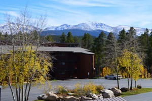Beaver Village Condos by Destinations West :: Conveniently located 1.5 miles from Winter Park Ski Resort, stay close to both the action in downtown and the slopes. Wi-Fi, laundry & hot tub! 1,2,3 & 4 bedroom units.